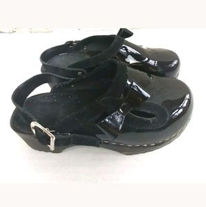 Hanna AnderssonBlack Patent Leather Clogs13/ 31